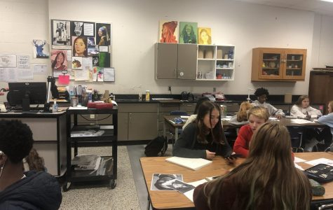 Art students working on their projects. Classes like these should be more encouraged.